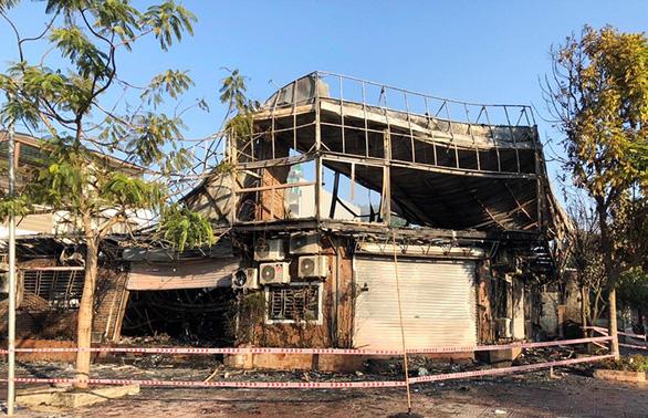 Khung cảnh tan hoang tại hiện trường vụ cháy nhà hàng 4 người chết ở Vĩnh Phúc - Ảnh 6