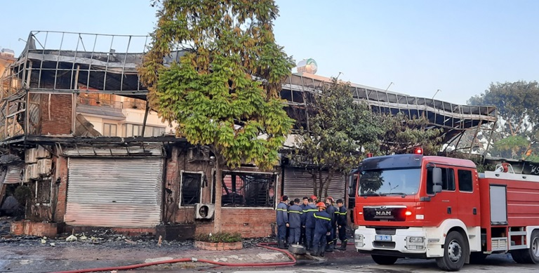 Khung cảnh tan hoang tại hiện trường vụ cháy nhà hàng 4 người chết ở Vĩnh Phúc - Ảnh 5