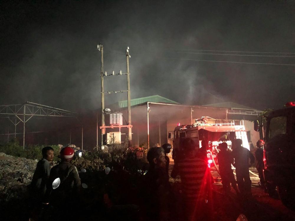Cháy dữ dội tại nhà máy giấy ở Thừa Thiên- Huế - Ảnh 1