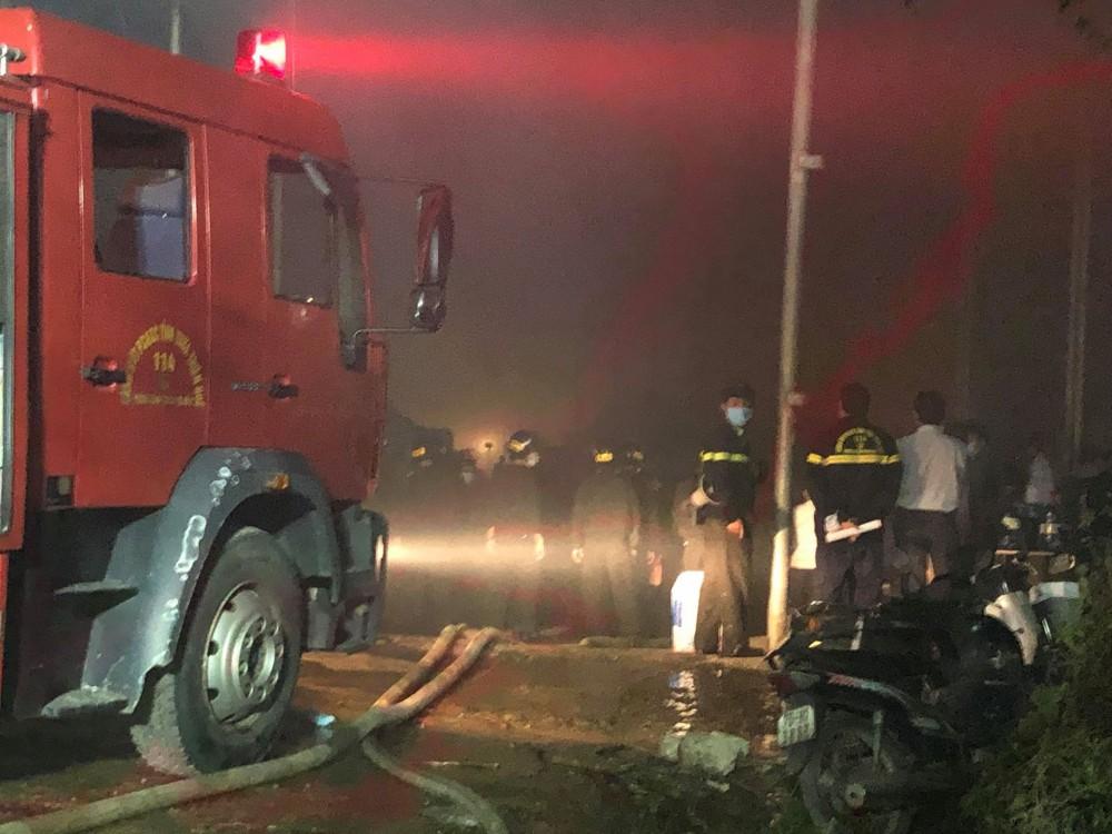Cháy dữ dội tại nhà máy giấy ở Thừa Thiên- Huế - Ảnh 2