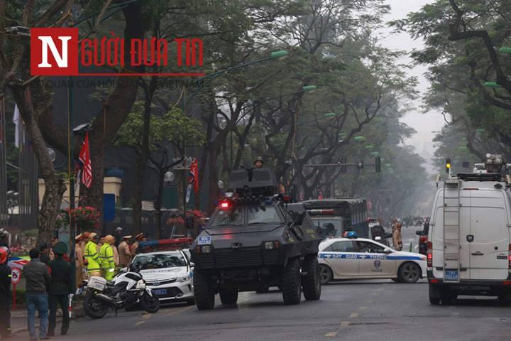 [Trực tiếp] Cận cảnh lực lượng an ninh dày đặc quanh khách sạn nơi Chủ tịch Kim Jong-un vừa có mặt - Ảnh 3