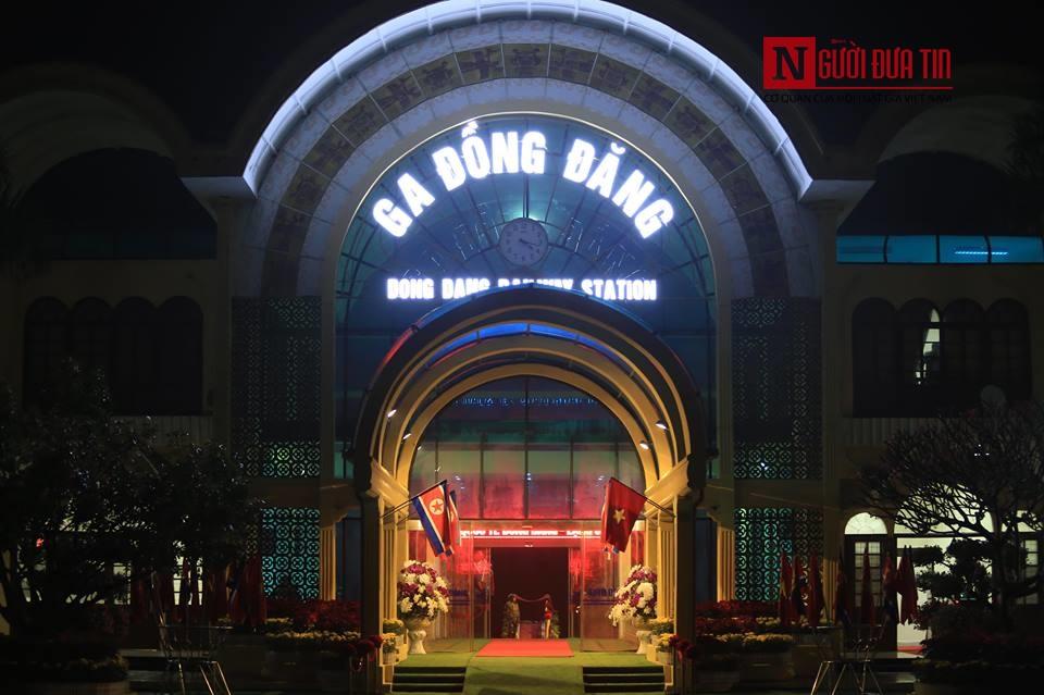 [Trực tiếp] Cận cảnh lực lượng an ninh dày đặc quanh khách sạn nơi Chủ tịch Kim Jong-un vừa có mặt - Ảnh 37