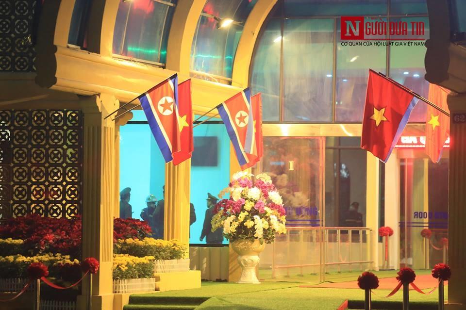 [Trực tiếp] Cận cảnh lực lượng an ninh dày đặc quanh khách sạn nơi Chủ tịch Kim Jong-un vừa có mặt - Ảnh 40