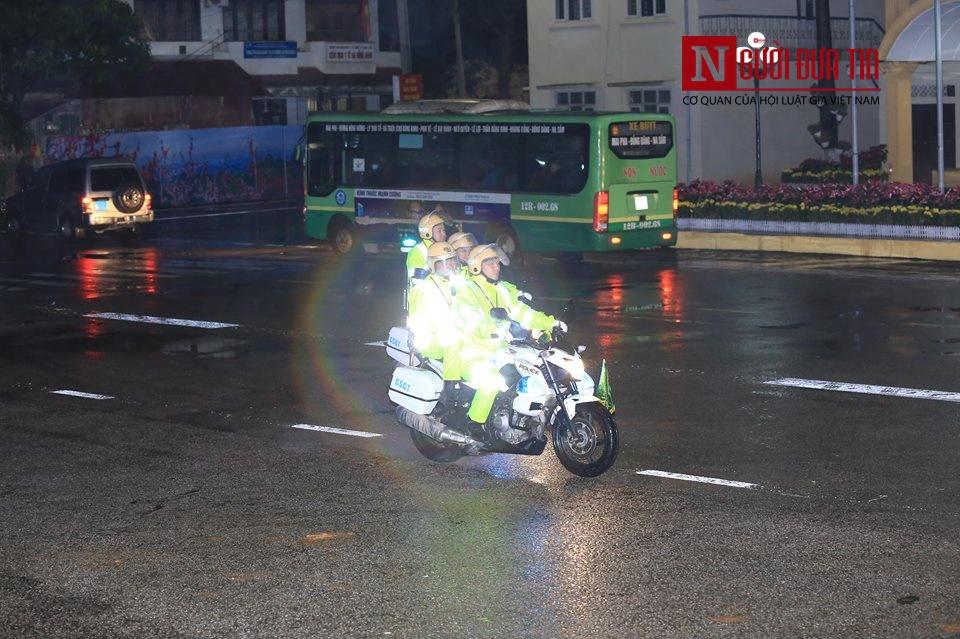 [Trực tiếp] Cận cảnh lực lượng an ninh dày đặc quanh khách sạn nơi Chủ tịch Kim Jong-un vừa có mặt - Ảnh 41