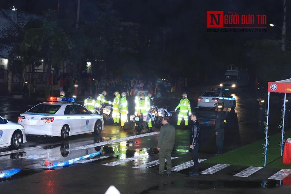 [Trực tiếp] Cận cảnh lực lượng an ninh dày đặc quanh khách sạn nơi Chủ tịch Kim Jong-un vừa có mặt - Ảnh 44