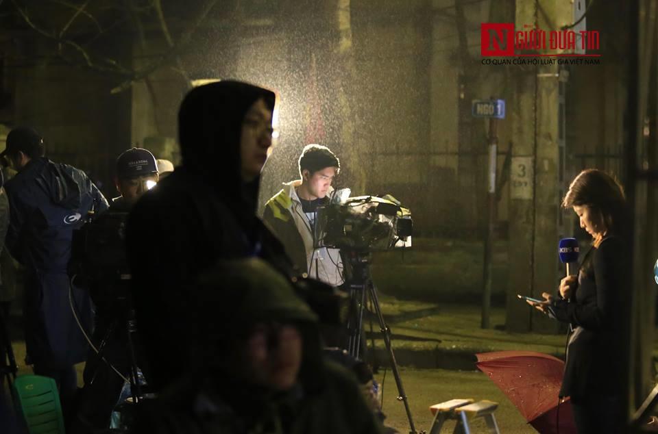 [Trực tiếp] Cận cảnh lực lượng an ninh dày đặc quanh khách sạn nơi Chủ tịch Kim Jong-un vừa có mặt - Ảnh 49