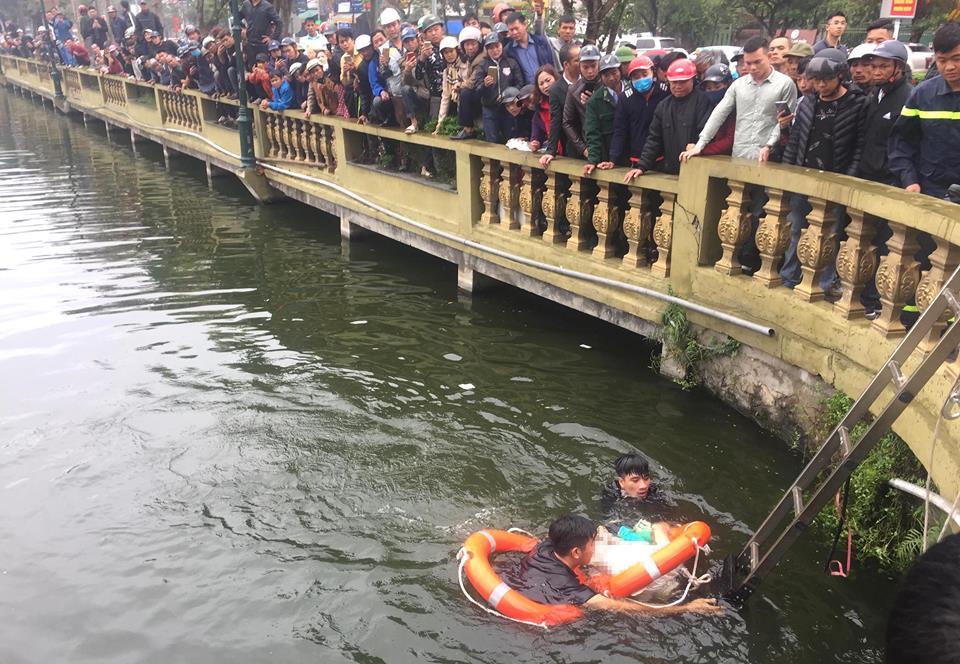 Ngồi trên lan can bờ hồ câu cá, người đàn ông rơi xuống nước tử vong - Ảnh 1