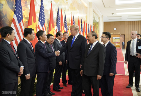 Thủ tướng Nguyễn Xuân Phúc đón Tổng thống Hoa Kỳ Donald Trump - Ảnh 6