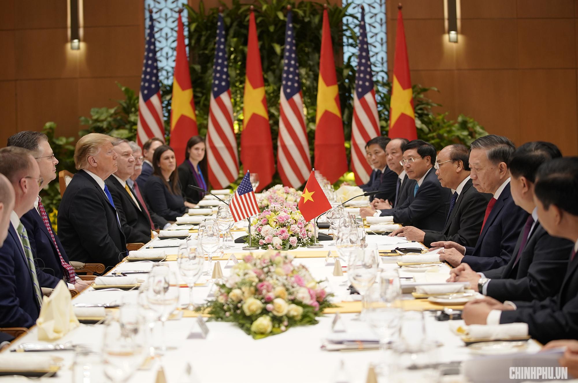 Thủ tướng Nguyễn Xuân Phúc đón Tổng thống Hoa Kỳ Donald Trump - Ảnh 9