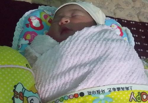Bé gái 1 ngày tuổi bị bỏ rơi cùng dòng chữ tiết lộ sốc - Ảnh 1