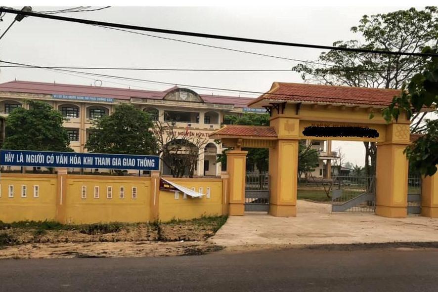 Vụ nữ sinh lớp 10 nghi bị hiếp dâm tập thể: 9 học sinh bất ngờ xin nghỉ học - Ảnh 1
