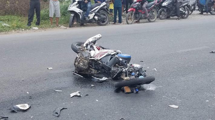 Xe máy đâm trực diện xe tải, 2 vợ chồng trẻ chết thảm - Ảnh 2