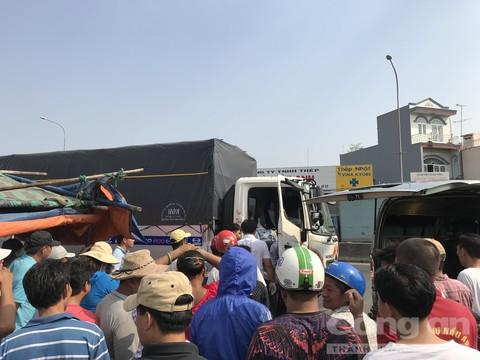 Phụ xe tải gục chết bất thường trên cabin khi xe đang chạy - Ảnh 1