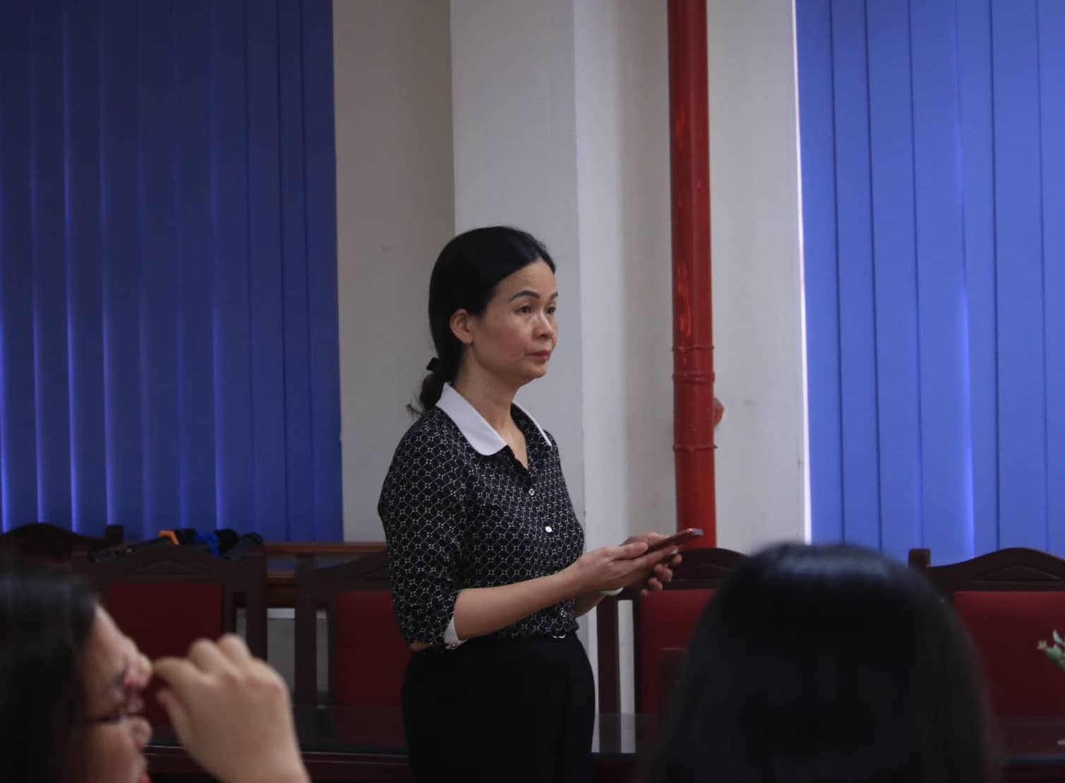 Vụ thầy giáo bị tố dâm ô 7 nam sinh ở Hà Nội: Nữ Hiệu trưởng trường THCS Trần Phú nói gì? - Ảnh 1