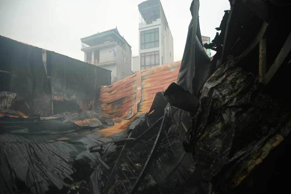 Hiện trường kinh hoàng vụ cháy nhà xưởng 8 người chết và mất tích ở Hà Nội - Ảnh 2