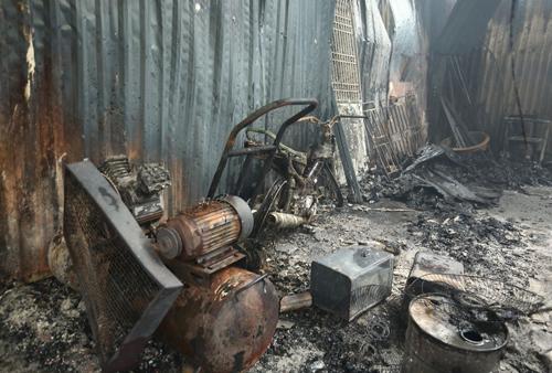 Hiện trường kinh hoàng vụ cháy nhà xưởng 8 người chết và mất tích ở Hà Nội - Ảnh 4