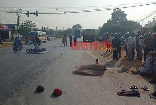 Tai nạn giao thông, 2 cha con tử vong dưới gầm xe ben - Ảnh 2