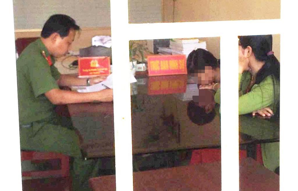 Vụ người đàn ông bị tố sàm sỡ bé gái lớp 4 tại trường: Cơ quan công an vào cuộc - Ảnh 1