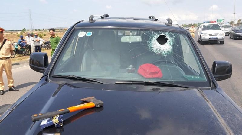 Tài xế Ford Ranger dùng rìu chém dân, ép ngã 2 CSGT ở Bà Rịa Vũng Tàu - Ảnh 1