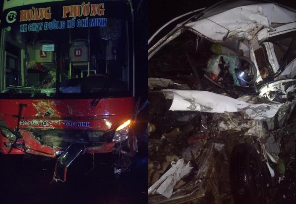 Tai nạn kinh hoàng ở Hòa Bình, cưa ô tô đưa 2 thi thể ra ngoài - Ảnh 1