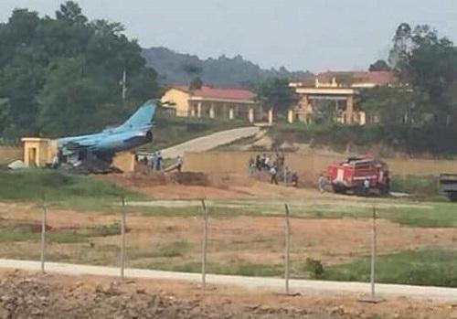 Máy bay quân sự Su-22 gặp sự cố ở Yên Bái, phi công nhảy dù thoát nạn - Ảnh 1