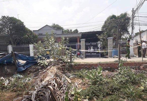 Vụ thảm án 3 người chết ở Bình Dương: Một số ngôi nhà gần hiện trường bị khóa ngoài - Ảnh 1