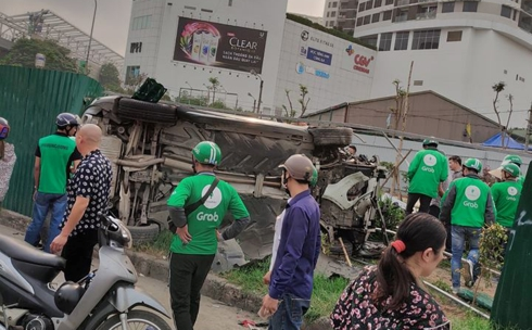 """Hà Nội: Nữ tài xế điều khiển """"xe điên"""" vượt đèn đỏ, đâm hàng loạt xe máy ở ngã tư Mai Dịch - Ảnh 2"""