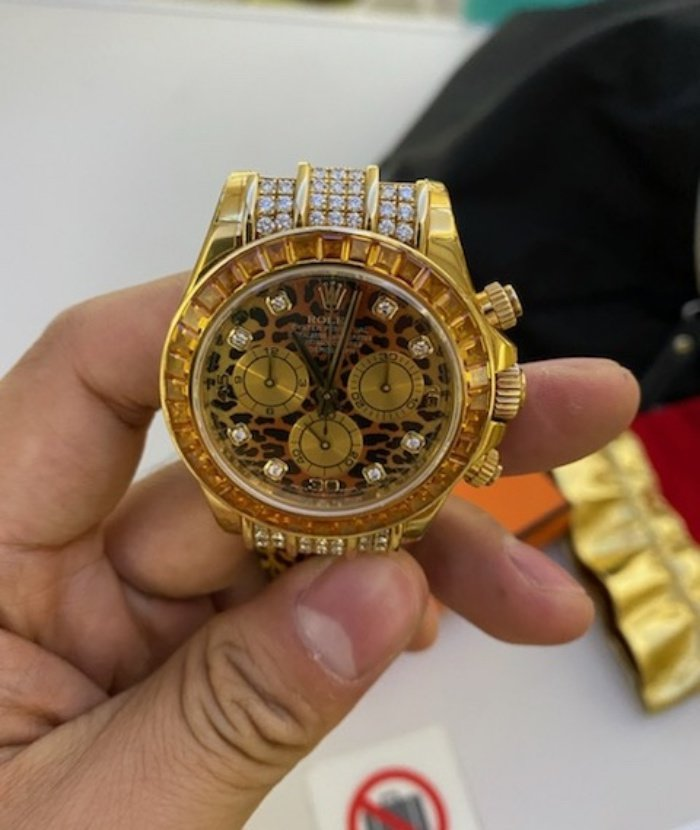 Tiếp viên Vietnam Airlines trả lại nhẫn kim cương, đồng hồ Rolex cho khách Campuchia - Ảnh 1
