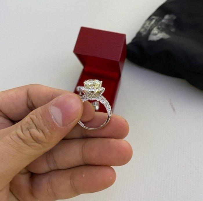 Tiếp viên Vietnam Airlines trả lại nhẫn kim cương, đồng hồ Rolex cho khách Campuchia - Ảnh 2