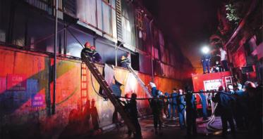Tiếng còi ủ đêm Giao thừa của những người lính cứu hỏa - Ảnh 1
