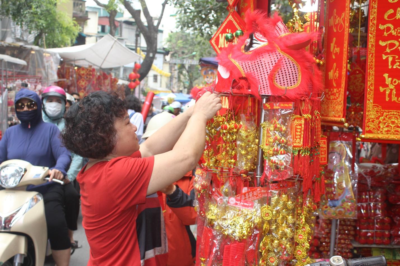 Người dân nô nức ghé thăm phiên chợ hoa Tết lâu đời nhất Hà Nội trong ngày rét ngọt  - Ảnh 8