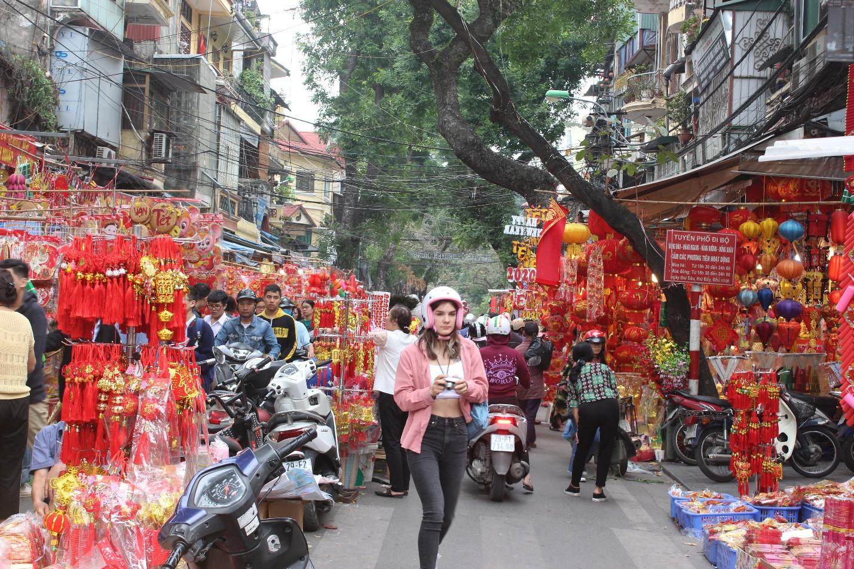 Người dân nô nức ghé thăm phiên chợ hoa Tết lâu đời nhất Hà Nội trong ngày rét ngọt  - Ảnh 9