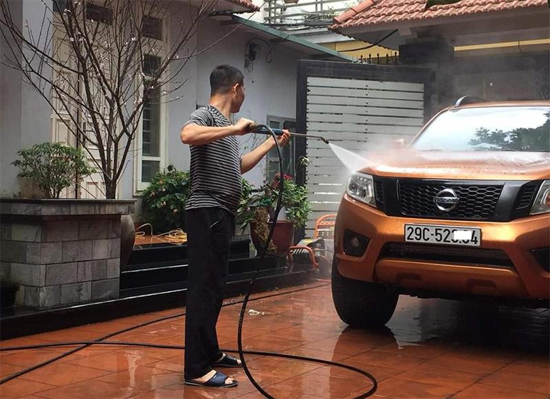 """Rửa xe, dịch vụ """"hốt bạc"""" trước ngày Tết: Giá 200 nghìn đồng/lượt, khách vẫn ùn ùn xếp hàng - Ảnh 9"""
