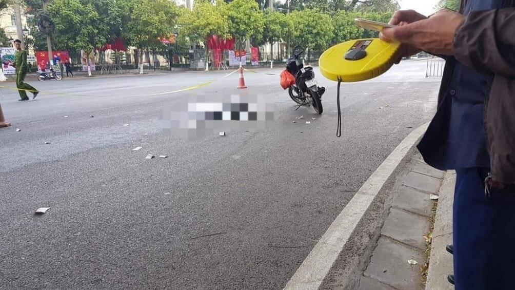 Gây tai nạn khiến cô gái trẻ tử vong, tài xế xe khách bỏ trốn khỏi hiện trường sáng 30 Tết - Ảnh 1