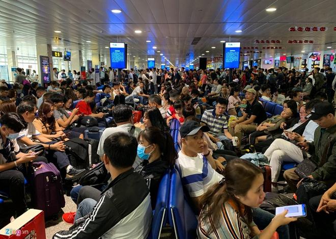 Việt Nam hủy toàn bộ các chuyến bay đi, đến Vũ Hán vì dịch viêm phổi cấp - Ảnh 1