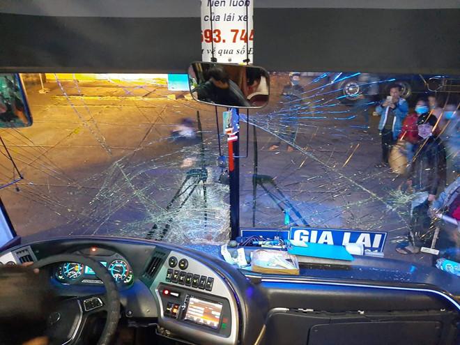 Xe máy đấu đầu xe khách, 3 thanh niên thiệt mạng - Ảnh 1