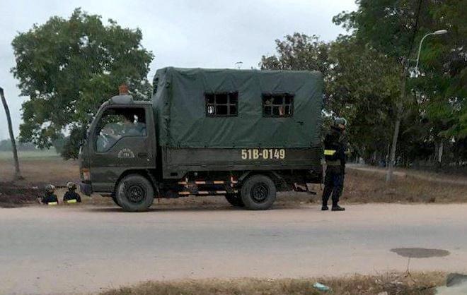 Vụ nổ súng 4 người chết ở Củ Chi: Huy động xe bọc thép vây bắt nghi can - Ảnh 1