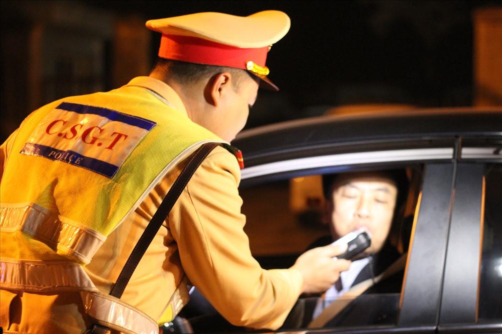 Từ chối khi CSGT đo nồng độ cồn, tài xế có thể bị phạt 40 triệu đồng - Ảnh 1