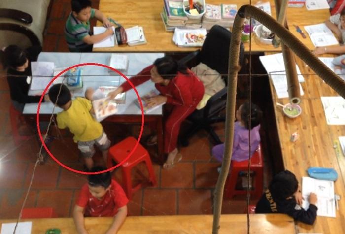 """Vụ học sinh bị đánh ở lớp dạy kèm tại Ninh Thuận: """"Cô giáo"""" mua sách về tự nghiên cứu để mở lớp - Ảnh 1"""