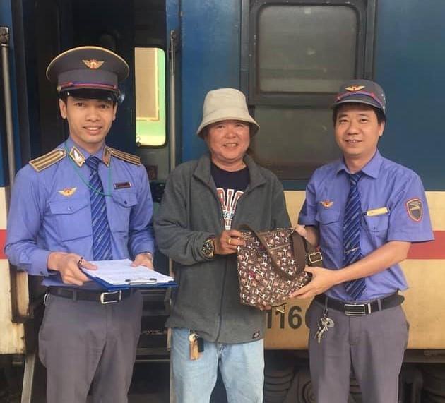 Hành khách bỏ quên 60 triệu đồng trên tàu nhận lại tài sản - Ảnh 1