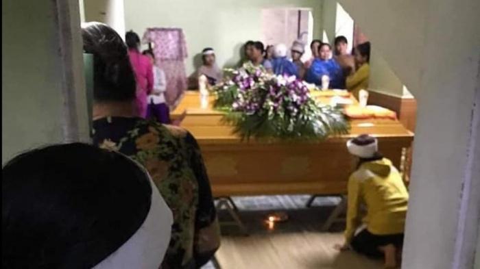 Vụ vợ chồng trẻ bị lũ cuốn tử vong khi đi đám cưới: Xót xa cảnh bé trai 25 tháng khát sữa khóc gọi mẹ - Ảnh 1
