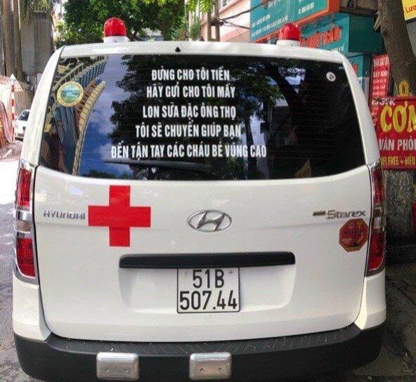 Dán thông điệp đặc biệt lên xe cứu thương, ông Đoàn Ngọc Hải nhận được 3.000 hộp sữa đặc - Ảnh 1