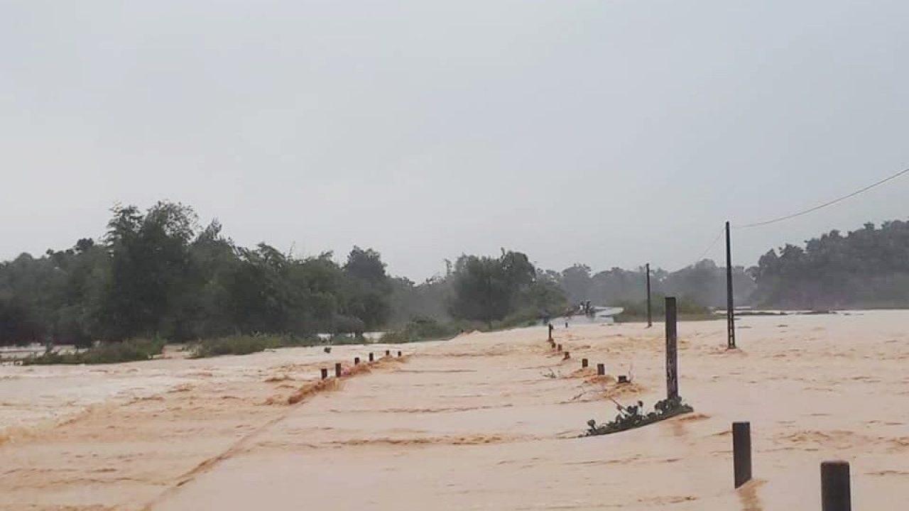 Tin tức dự báo thời tiết mới nhất hôm nay 17/10/2020: Mưa lớn ở Trung Bộ, cảnh báo lũ trên nhiều sông - Ảnh 1