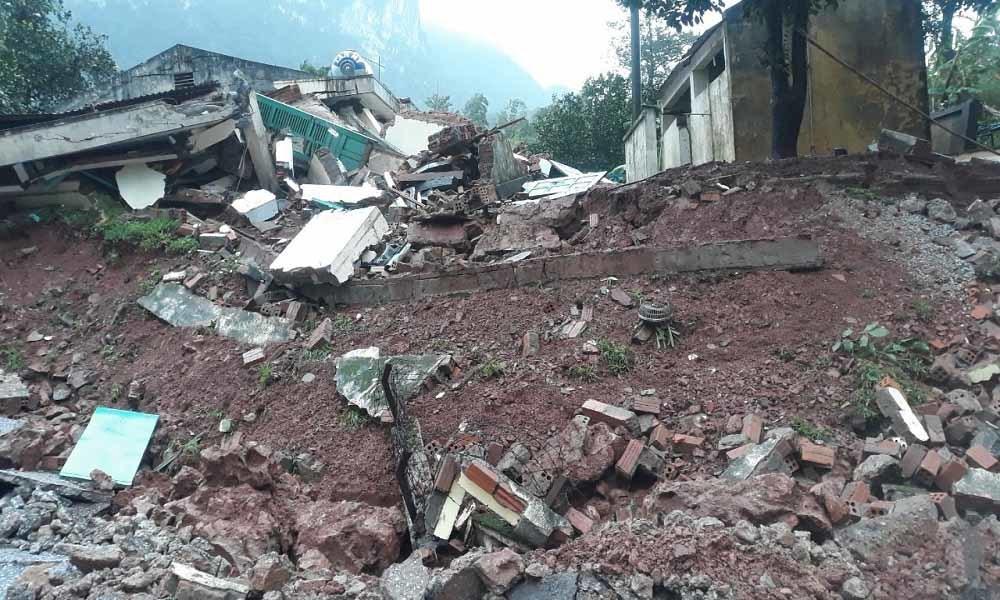 Hiện trường vụ sạt lở núi, đổ sập trụ sở Đồn Biên phòng cửa khẩu Cha Lo - Ảnh 3