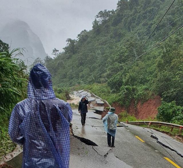 Hiện trường vụ sạt lở núi, đổ sập trụ sở Đồn Biên phòng cửa khẩu Cha Lo - Ảnh 9