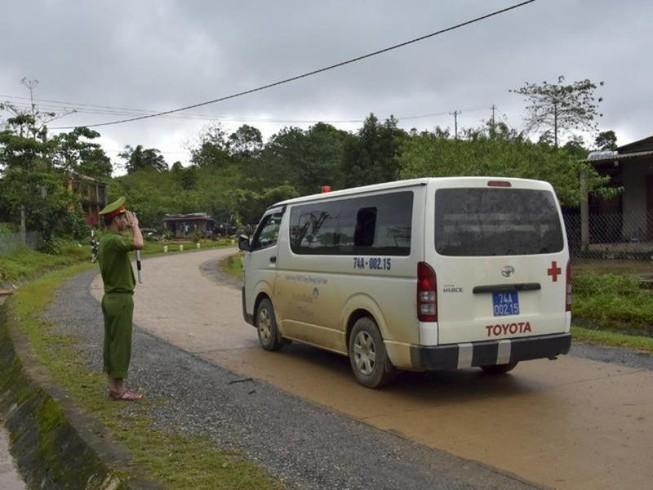 Sáng 22/10, lễ tang 22 quân nhân hy sinh ở Quảng Trị được tổ chức theo nghi thức quân đội - Ảnh 1