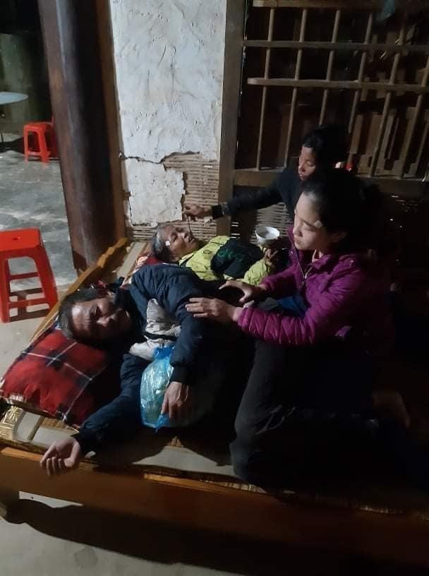 Vụ sạt lở ở Quảng Trị, 22 chiến sĩ gặp nạn: Mẹ già khóc ngất, lao vào dòng nước lũ tìm con - Ảnh 1