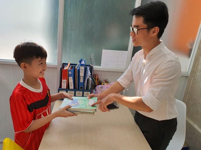 Học sinh, giáo viên cả nước ủng hộ sách vở cho trẻ em vùng lũ miền Trung - Ảnh 7