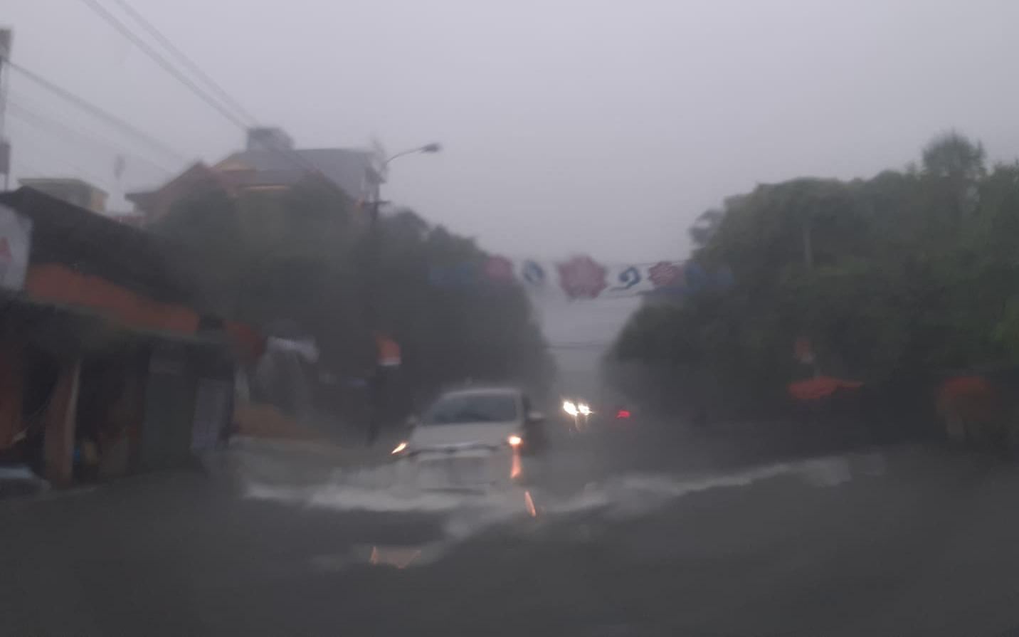 Tin tức cơn bão số 8 mới nhất: Bão giật cấp 13, cách Hoàng Sa khoảng 160km - Ảnh 1