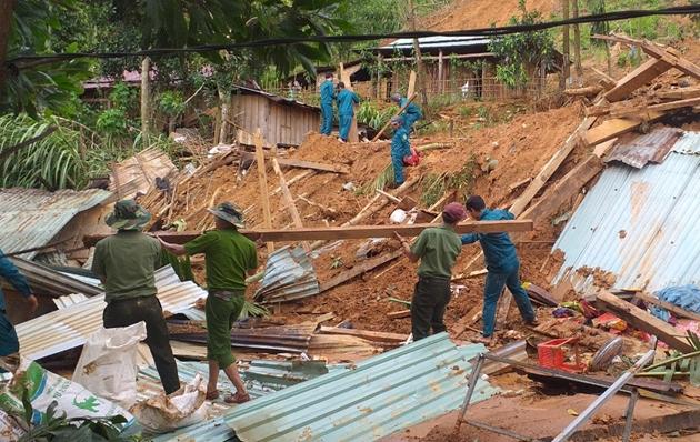 Rớt nước mắt hình ảnh hiện trường vụ sạt lở kinh hoàng ở Quảng Nam - Ảnh 3